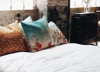 przytulna sypialnia poduszki